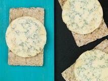Blue Stilton Cheese on Thin Crisp Wholewheat Crackers Stock Photography