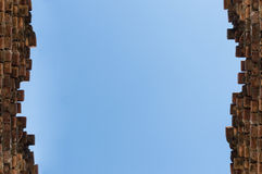 Blue summer sky over the top of old brick wall in england. Stock Photography