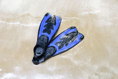 Blue swim fins on the beach Royalty Free Stock Photos