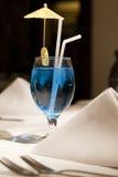blue täta martini upp Fotografering för Bildbyråer