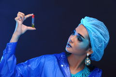Blue Tone Fashion Scientist in Dark room laboratory with tools l Royalty Free Stock Photos