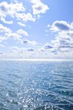 Blue water and sunny sky background Stock Photography