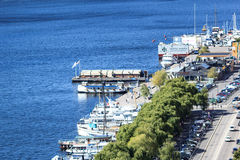 Blue water and white yachts of Stockholm Stock Photography