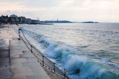 Blue wave at Saint-Malo Royalty Free Stock Photos