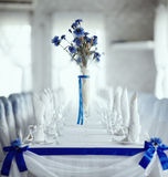 Blue on white table setting Royalty Free Stock Photography