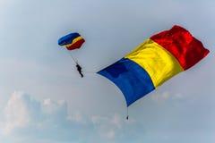 Blue Wings hoppa fallskärm förklädet Arkivbild