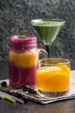 Blueberrie smoothie, lemoniada i zieleń koktajl, Fotografia Royalty Free