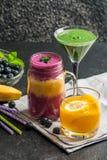 Blueberrie smoothie, lemoniada i zieleń koktajl, Obrazy Stock