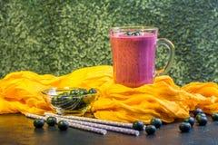 Blueberrie smoothie w szkle Zdjęcie Royalty Free