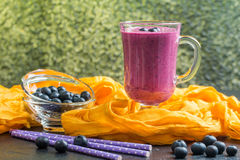 Blueberrie smoothie w szkle Fotografia Royalty Free