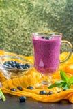 Blueberrie smoothie w szkle Zdjęcie Stock