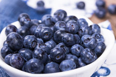 Blueberries in a white ceramic bowl Royalty Free Stock Photos