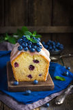 Blueberry cake with sugar icing and fresh berries Royalty Free Stock Photos