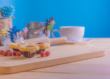 blueberry Crumb Cake on wood table Royalty Free Stock Photography