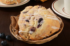 Blueberry scones in a basket Royalty Free Stock Photography