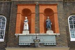 Bluecoat学者雕象在Wapping,伦敦,英国 库存图片