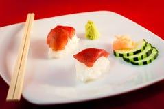 Bluefin Tuna Fish Nigiri del sushi con los palillos Imagen de archivo