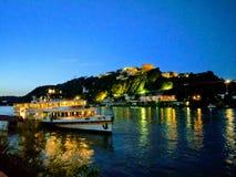Bluehour in dem Rhein-Fluss in Koblenz-sommer 2016 stockbilder