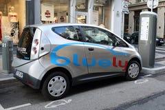Bluely, elektryczny samochodowy udzielenie Fotografia Stock