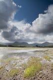 bluen clouds den irländska over skyen för bred flodmynningkullar Royaltyfria Bilder