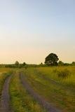 bluen clouds för vägsky för mörkt fält white Arkivbilder