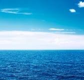 bluen clouds havswhite Härlig Seascape Royaltyfria Foton