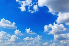 bluen clouds skyen Arkivfoton