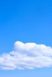 bluen clouds skyen Arkivbild