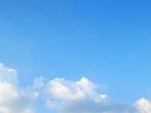 bluen clouds skyen arkivbilder