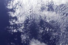 bluen clouds skyen flyg- bakgrund clouds skysikt Royaltyfria Bilder