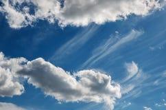 bluen clouds skywhite Fotografering för Bildbyråer