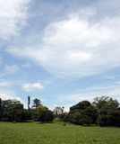 bluen clouds white för sky för bildliggandeberg arkivfoton