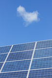 bluen panels den sol- skyen Royaltyfri Bild