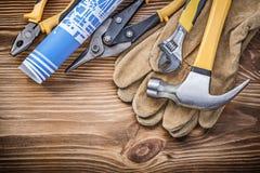 Blueprint i colpi di forbici commoventi della latta delle tenaglie del martello da carpentiere dei guanti protettivi Immagine Stock