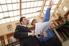 blueprints показ контрактора Стоковое Фото