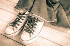 Blues-jean et espadrilles de vintage Image stock