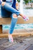 Blues-jean et espadrilles femelles Photos stock