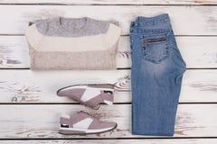 Blues-jean et pull rayé Photographie stock libre de droits