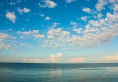 bluesea и облака Стоковые Фото