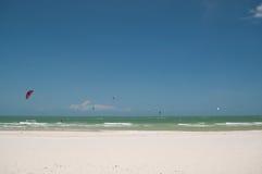 Bluesky和风筝海浪 图库摄影