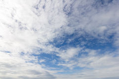 Bluesky und mehr Wolke Stockfotos
