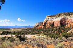 Bluff de désert de grès rouge au Nouveau Mexique image libre de droits