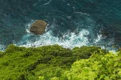 Bluff fuori dalla costa di Bali fotografia stock libera da diritti