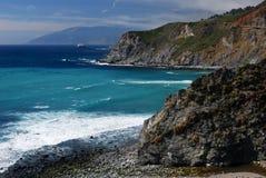 Bluff lungo il grande litorale di Sur Fotografia Stock