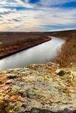 Bluff på Monegaw vårar som förbiser Osaget River Royaltyfri Bild