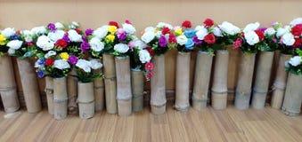 Blume coppy an gesetzt dem Holz lizenzfreie stockfotos