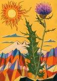 Blume der Distel auf großem schneebedecktem Gebirgshintergrund mit Sonne Lizenzfreie Stockfotos