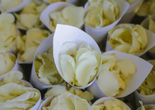 Blume in der Hochzeitseinstellung Stockbild