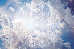 Blume des Lebens im Himmel als reiki Zeichen Stockbild