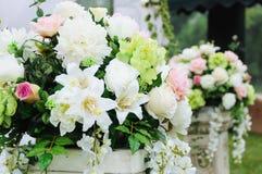 Blume im Hochzeitsempfang stockfotos